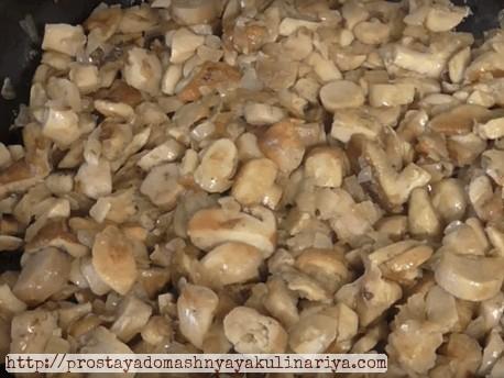 лесные грибы с луком готовое блюдо