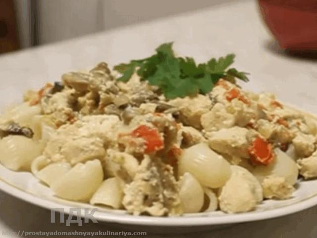 Kurinoe file v souse (smetana, majonez)