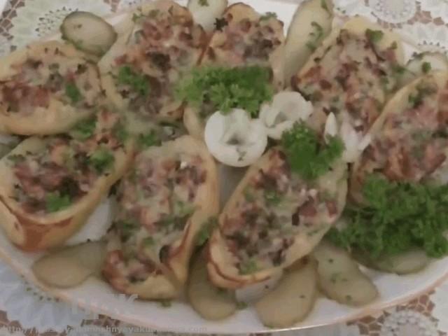 Kartofel s nachinkoj iz vetchiny i syra