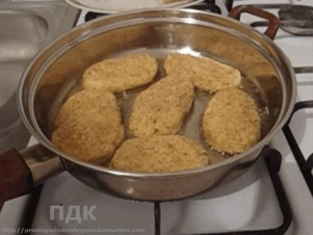 Kotlety iz kartofelya s gribnym sousom
