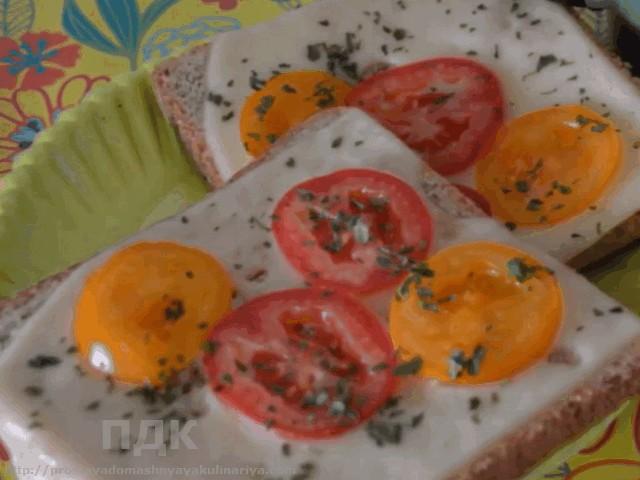 buterbrody s syrom i pomidorom ogurtsom