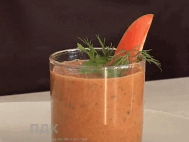 Smuzi tomatnyj s percem i lukom