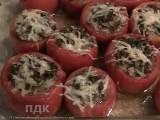Pomidory farshirovannye myasnym farshem i risom