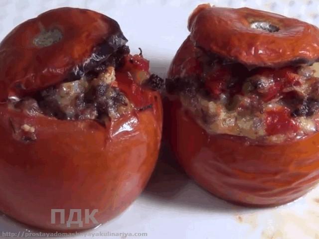 Pomidory farshirovannye myasom i seldereem