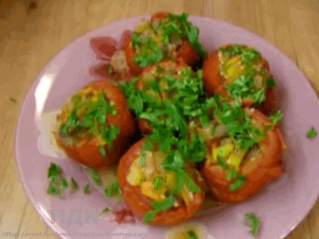 Pomidory farshirovannye yablokami i ovoshhami