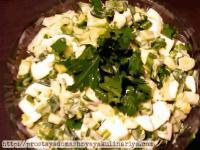 салат с яйцом и сметаной